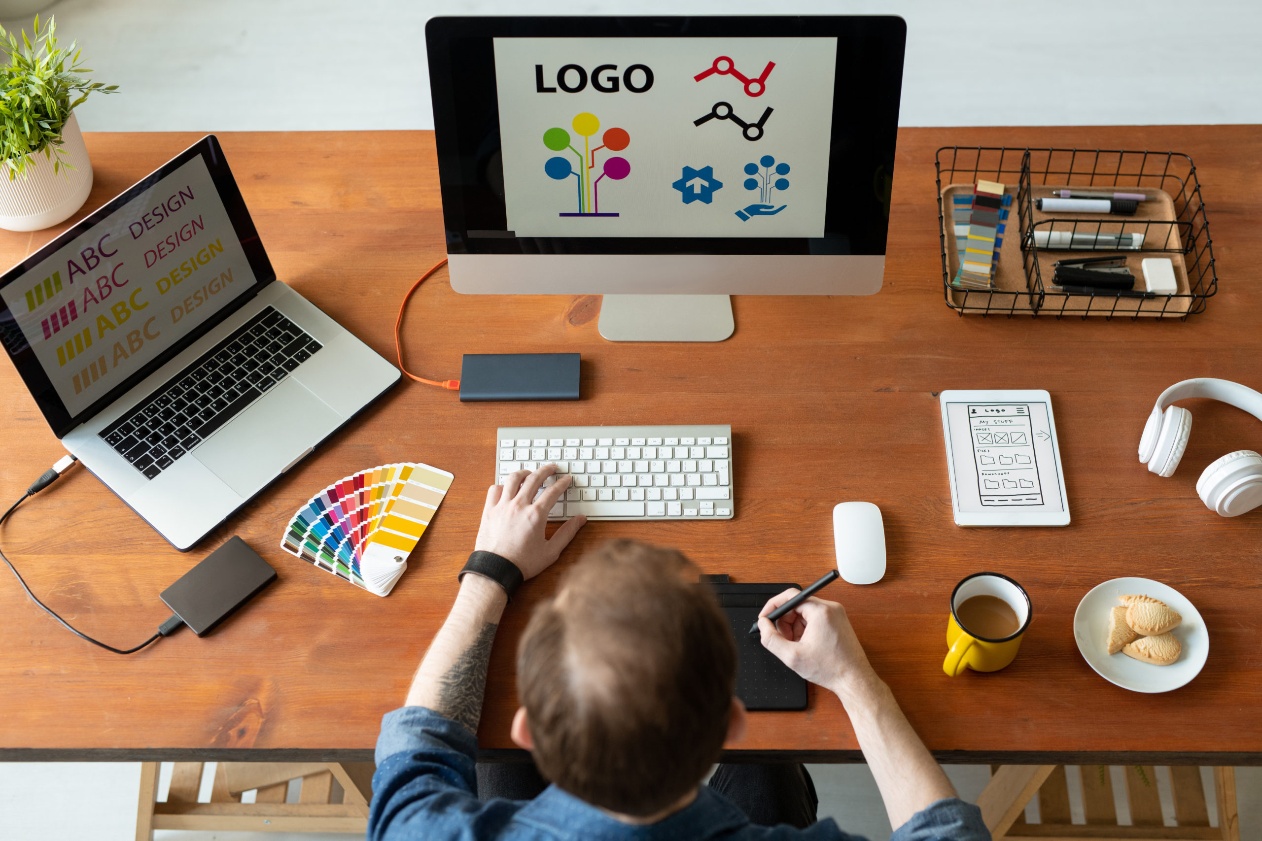Learn how to make a compelling and engaging logo for the new year.